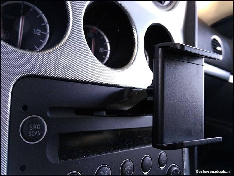telefoonhouder in de cd speler